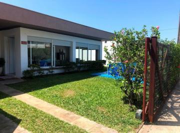 Casa · 230m² · 4 Quartos · 4 Vagas