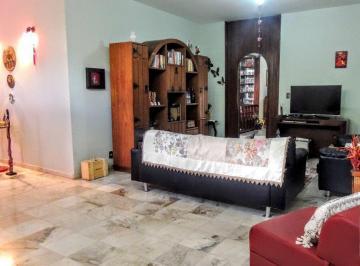 Casa · 330m² · 5 Quartos · 2 Vagas
