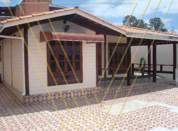 Casa · 230m² · 3 Quartos · 8 Vagas