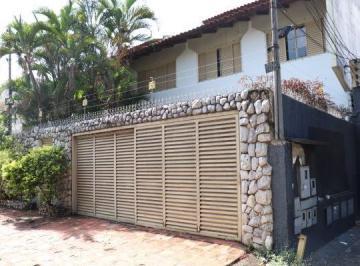 Casa · 284m² · 4 Quartos · 5 Vagas