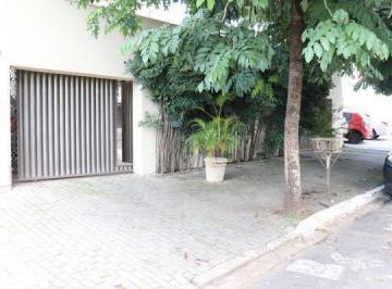 Casa · 247m² · 5 Quartos · 2 Vagas