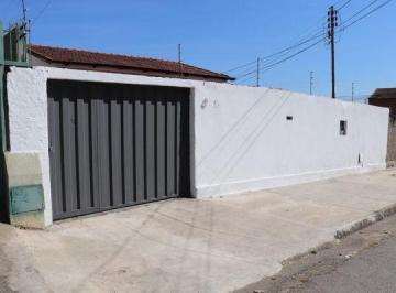 Casa · 110m² · 3 Quartos · 5 Vagas