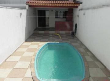 Casa · 240m² · 3 Quartos · 6 Vagas