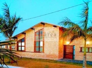Casa · 225m² · 3 Quartos · 5 Vagas