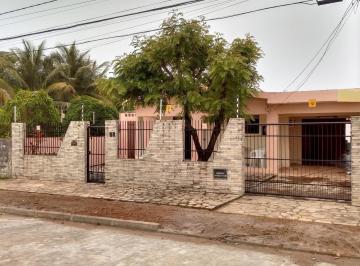 Casa · 187m² · 3 Quartos · 4 Vagas