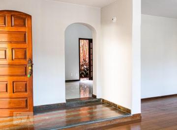 Casa · 220m² · 3 Quartos · 2 Vagas