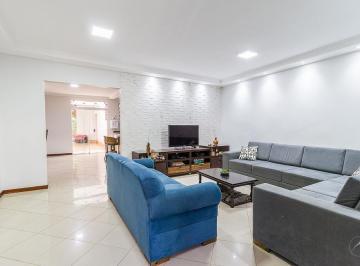 Casa · 261m² · 5 Quartos · 2 Vagas