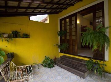 Casa · 80m² · 3 Quartos