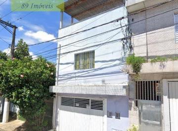 Casa · 230m² · 2 Quartos · 1 Vaga