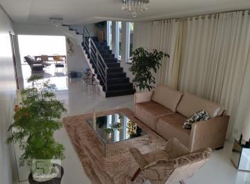 Casa · 330m² · 4 Quartos