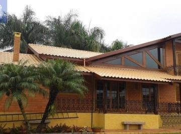 Casa · 250m² · 3 Quartos · 9 Vagas