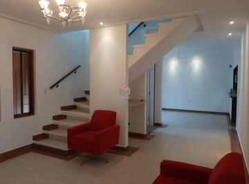 Casa · 128m² · 3 Quartos · 4 Vagas