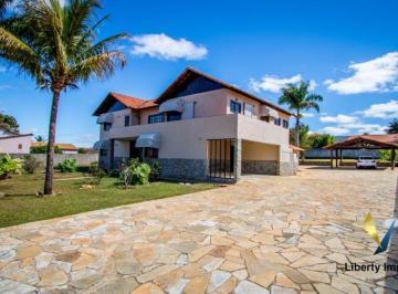 Casa · 700m² · 5 Quartos · 4 Vagas