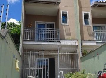 Casa · 90m² · 3 Quartos · 2 Vagas