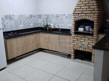 Casa · 185m² · 4 Quartos · 3 Vagas