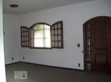 Casa · 330m² · 3 Quartos · 6 Vagas