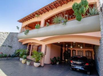 Casa · 449m² · 5 Quartos · 4 Vagas