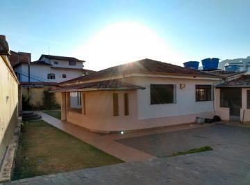 Casa · 4 Quartos · 1 Vaga