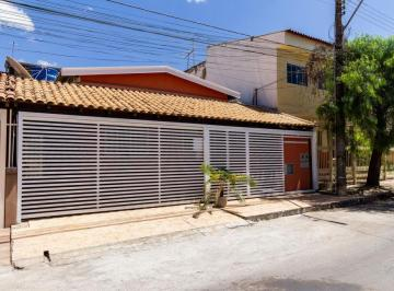 Casa · 200m² · 5 Quartos · 2 Vagas