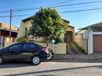 Casa · 240m² · 3 Quartos · 5 Vagas