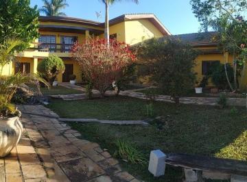 Casa · 400m² · 7 Quartos · 9 Vagas