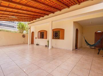 Casa · 190m² · 5 Quartos · 8 Vagas