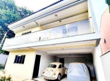 Casa · 204m² · 4 Quartos · 4 Vagas