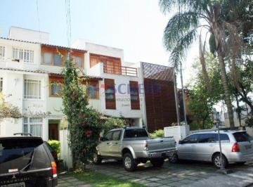Casa · 200m² · 3 Quartos · 3 Vagas
