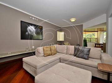 Apartamento · 215m² · 4 Quartos · 3 Vagas