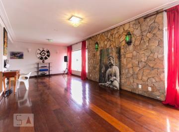 Casa · 450m² · 5 Quartos · 8 Vagas