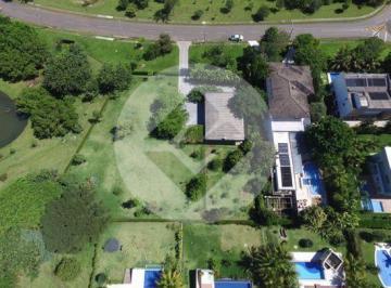 Casa · 1750m² · 4 Quartos · 6 Vagas