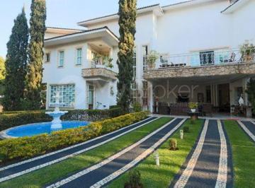 Casa · 1200m² · 6 Quartos · 10 Vagas