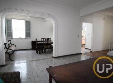 Casa · 274m² · 6 Quartos · 2 Vagas