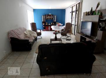 Casa · 206m² · 8 Quartos