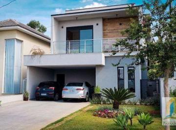 Casa · 235m² · 3 Quartos · 4 Vagas