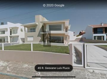 Casa · 740m² · 5 Quartos · 3 Vagas