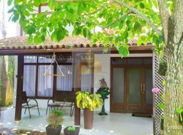 Casa · 180m² · 4 Quartos · 1 Vaga