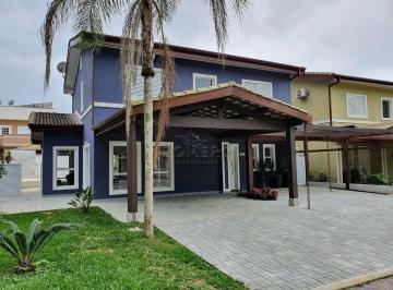 Casa · 206m² · 5 Quartos · 2 Vagas
