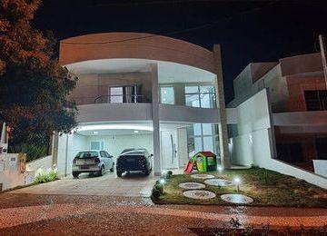 Casa · 311m² · 4 Quartos · 4 Vagas