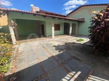 Casa · 602m² · 4 Quartos · 2 Vagas