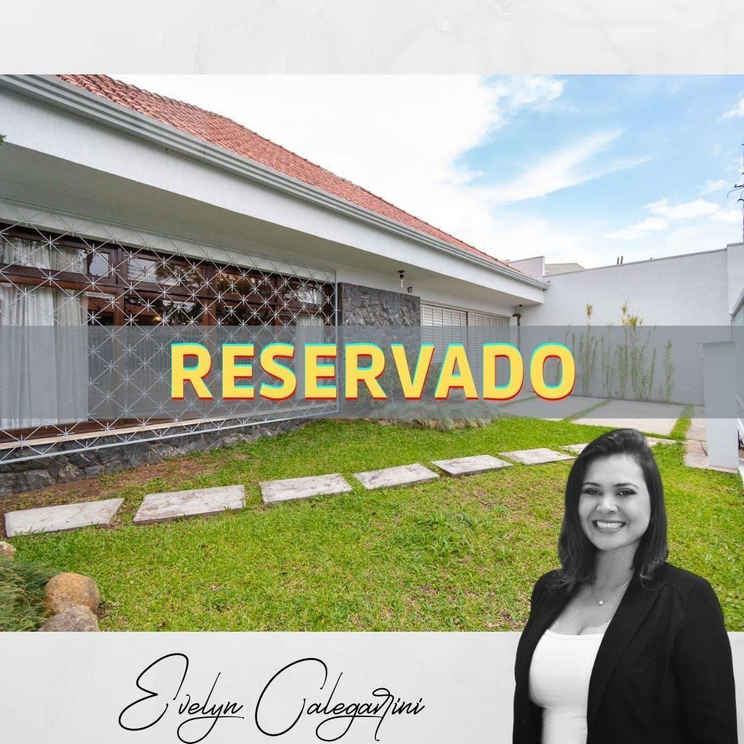 Casa de 2 pavimentos, 4 quartos, 4 vagas de garagem no Guabirotuba