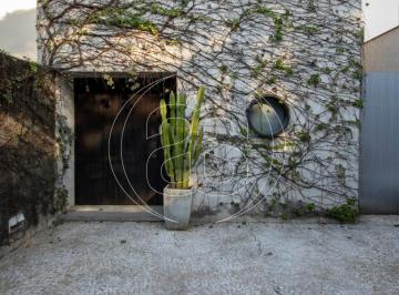 Casa · 244m² · 2 Quartos · 2 Vagas