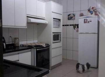 Casa · 111m² · 3 Quartos · 2 Vagas