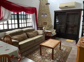 Casa · 330m² · 6 Quartos · 3 Vagas