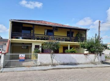 Casa · 220m² · 6 Quartos · 5 Vagas