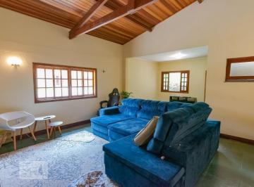 Casa · 900m² · 3 Quartos · 2 Vagas