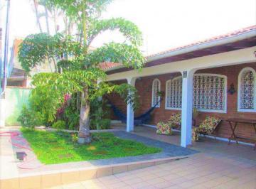 Casa · 200m² · 3 Quartos · 4 Vagas