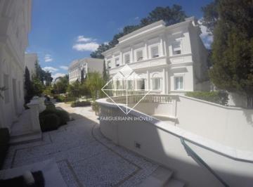 Casa · 800m² · 4 Quartos · 5 Vagas