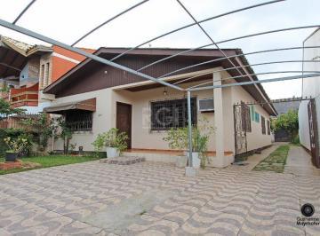 Casa · 178m² · 3 Quartos · 4 Vagas