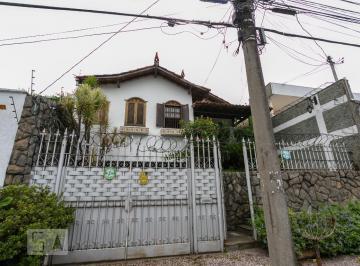 Casa · 270m² · 4 Quartos · 3 Vagas